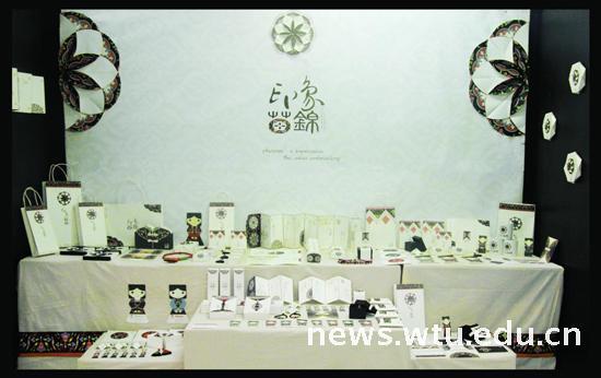 """艺术学院举办""""纺织与设计""""视觉传达设计毕业作品展"""
